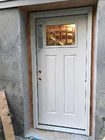 Door  an Basement